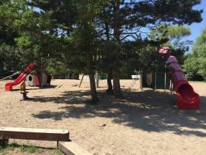 Riesiger Spielplatz für Kinder jeden Alters